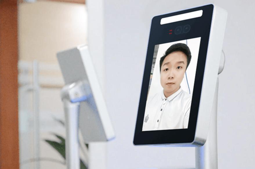 学校实验室场景部署人脸识别门禁应用的好处_深圳捷易科技